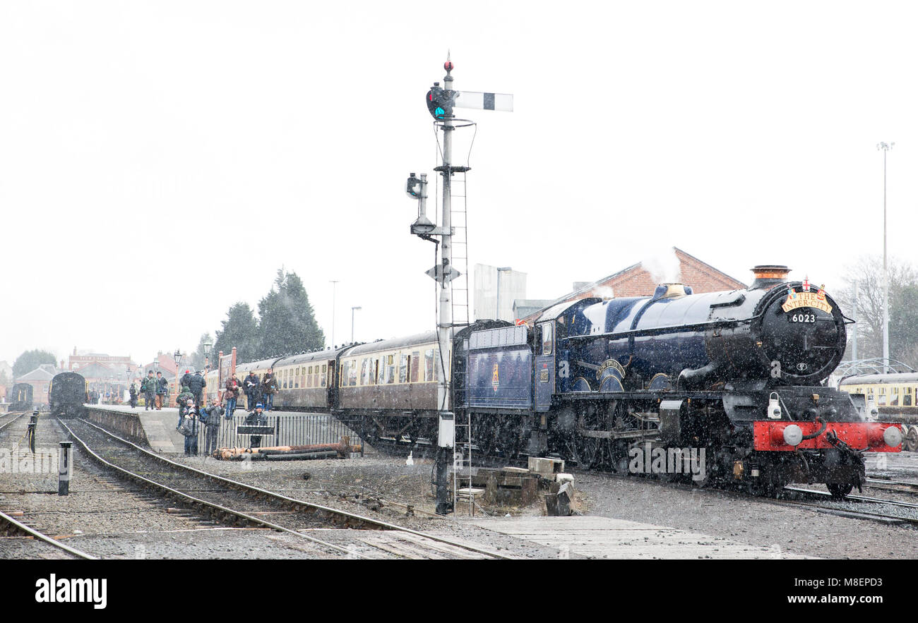 Kidderminster, UK. 17th March, 2018. Severn Valley Rail enthusiasts enjoy taking pictures and travelling on the - Stock Image