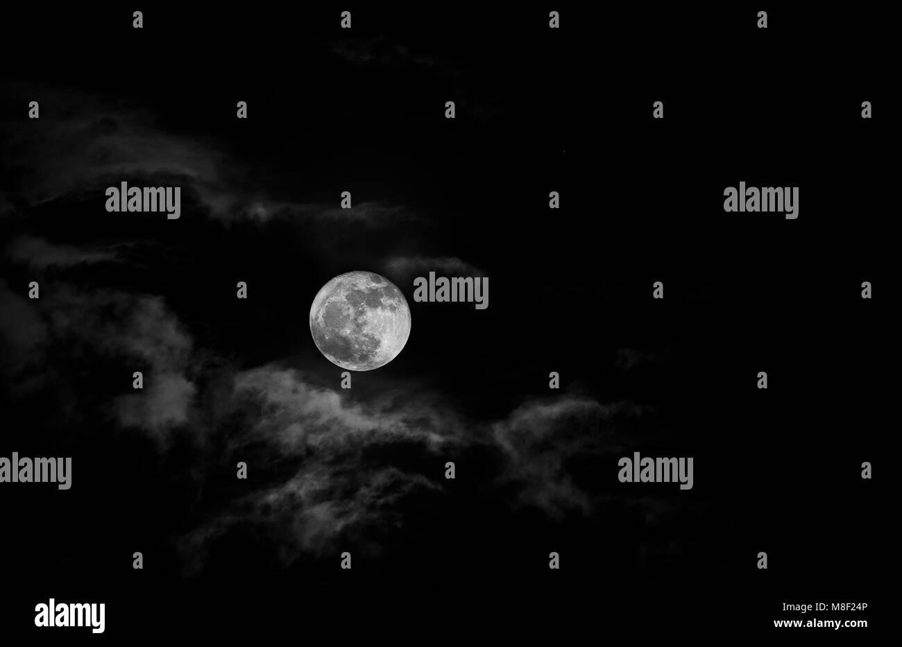 Full moon in night sky - Stock Image