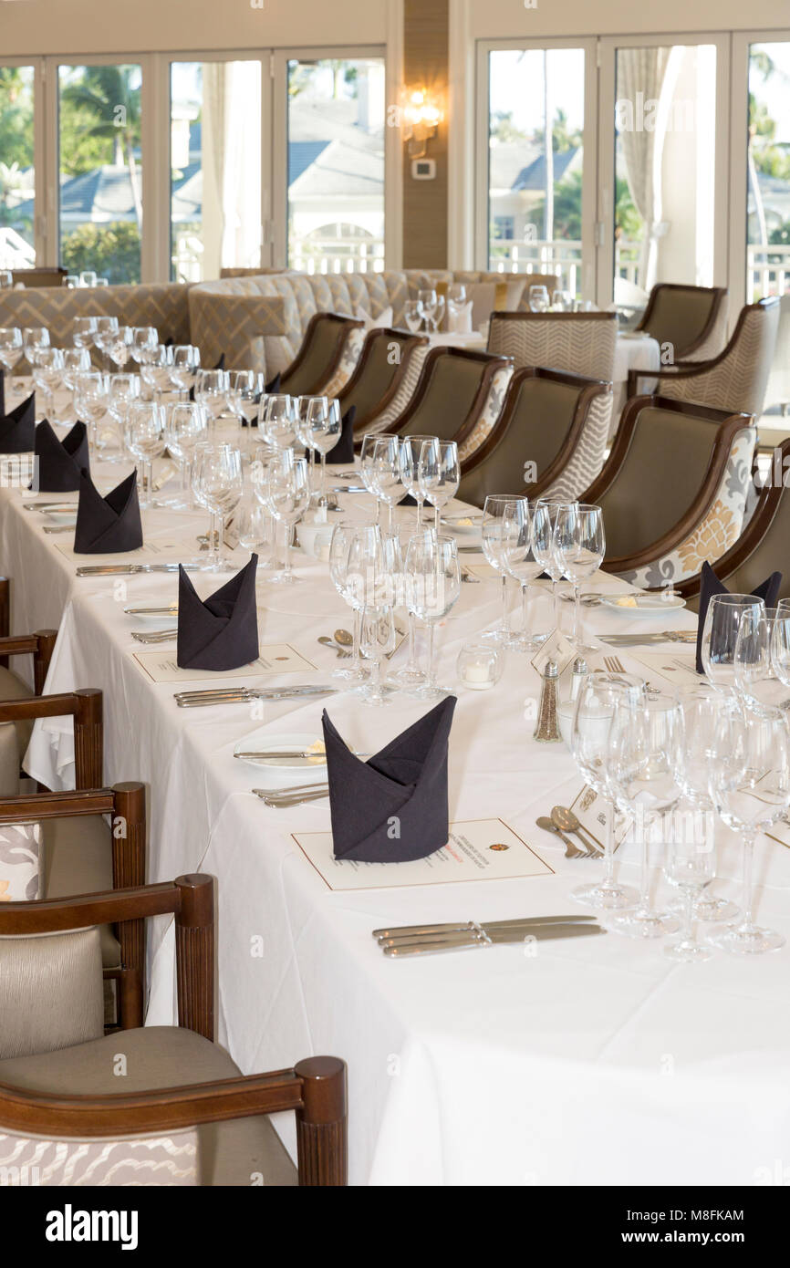 Banquet tables and place settings for formal wine club dinner, Naples, Florida, USA - Stock Image