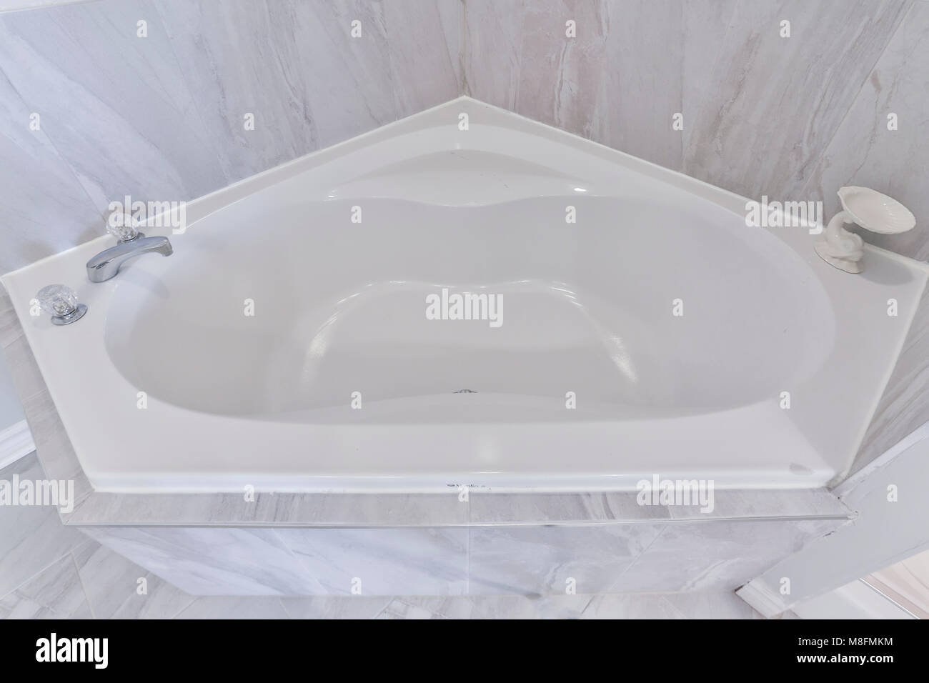 White small jacuzzi at old canadian house Stock Photo: 177366440 - Alamy