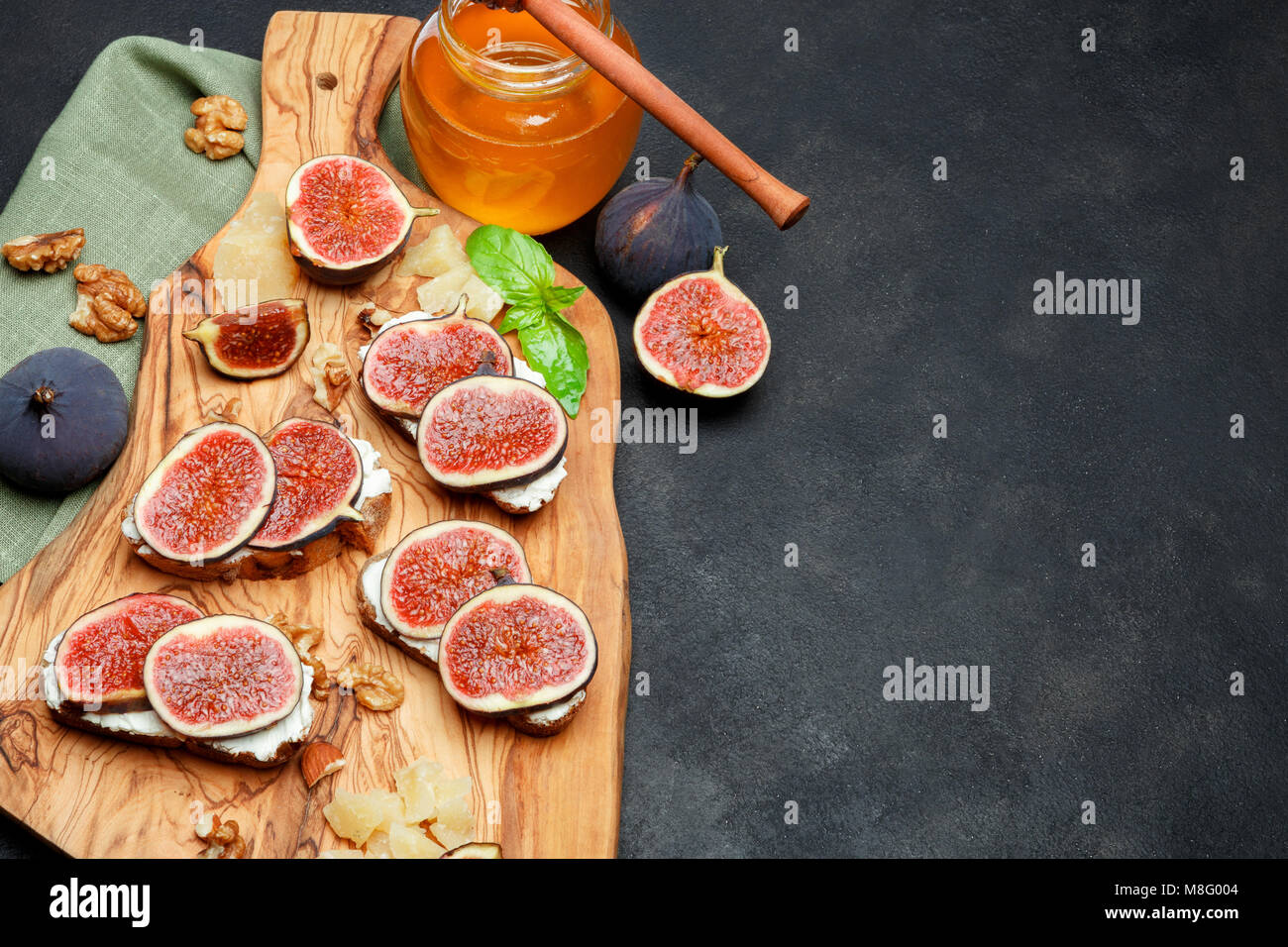 Bruschetta with blue cheese and fresh figs - Stock Image