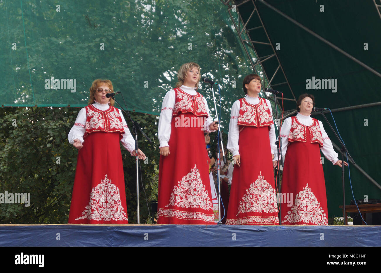 Mstyora,Russia-August 16,2014:Women(woman)s in national suit sing on scene - Stock Image