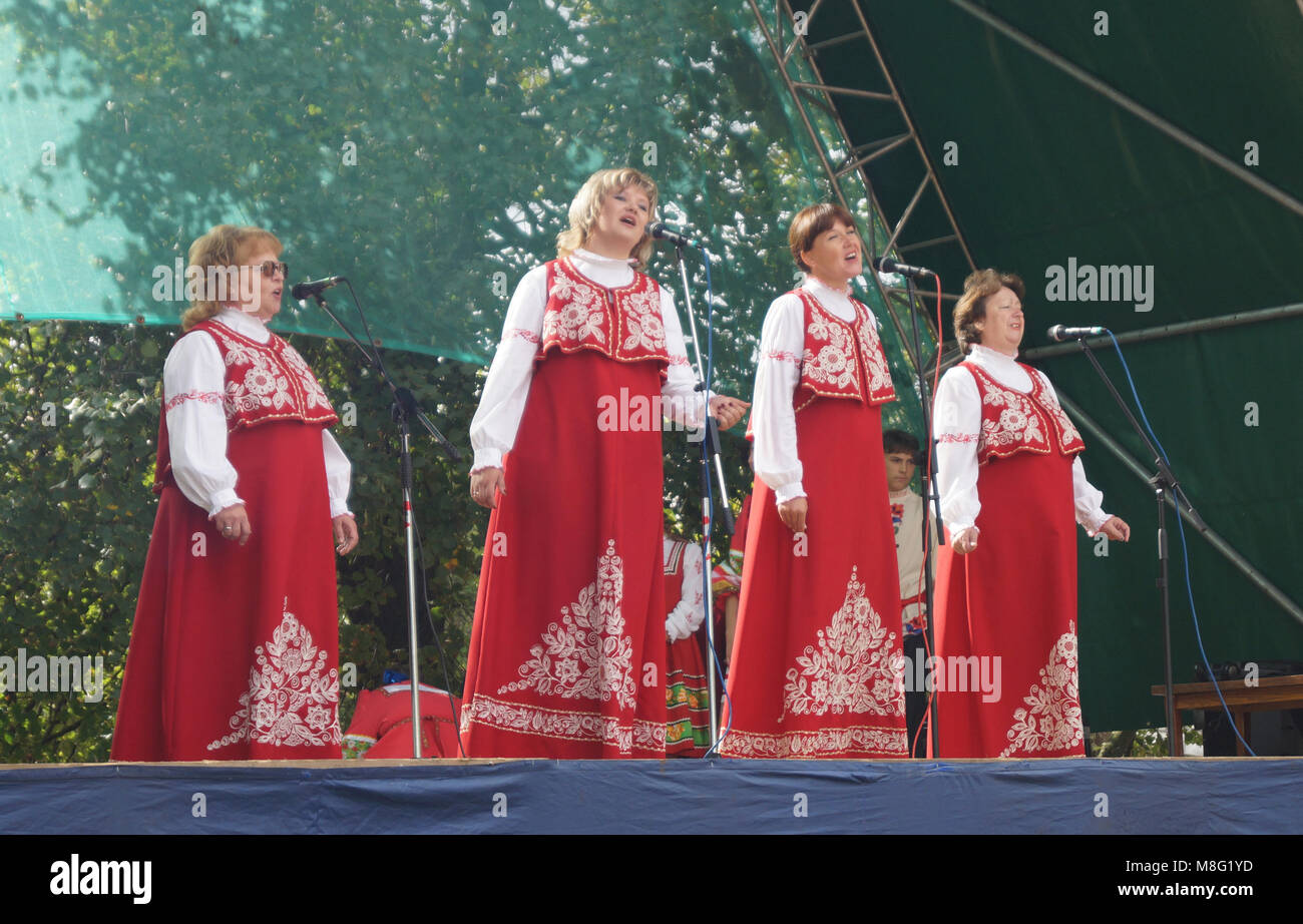 Mstyora,Russia-August 16,2014: Women(woman)s in national suit sing on scene - Stock Image