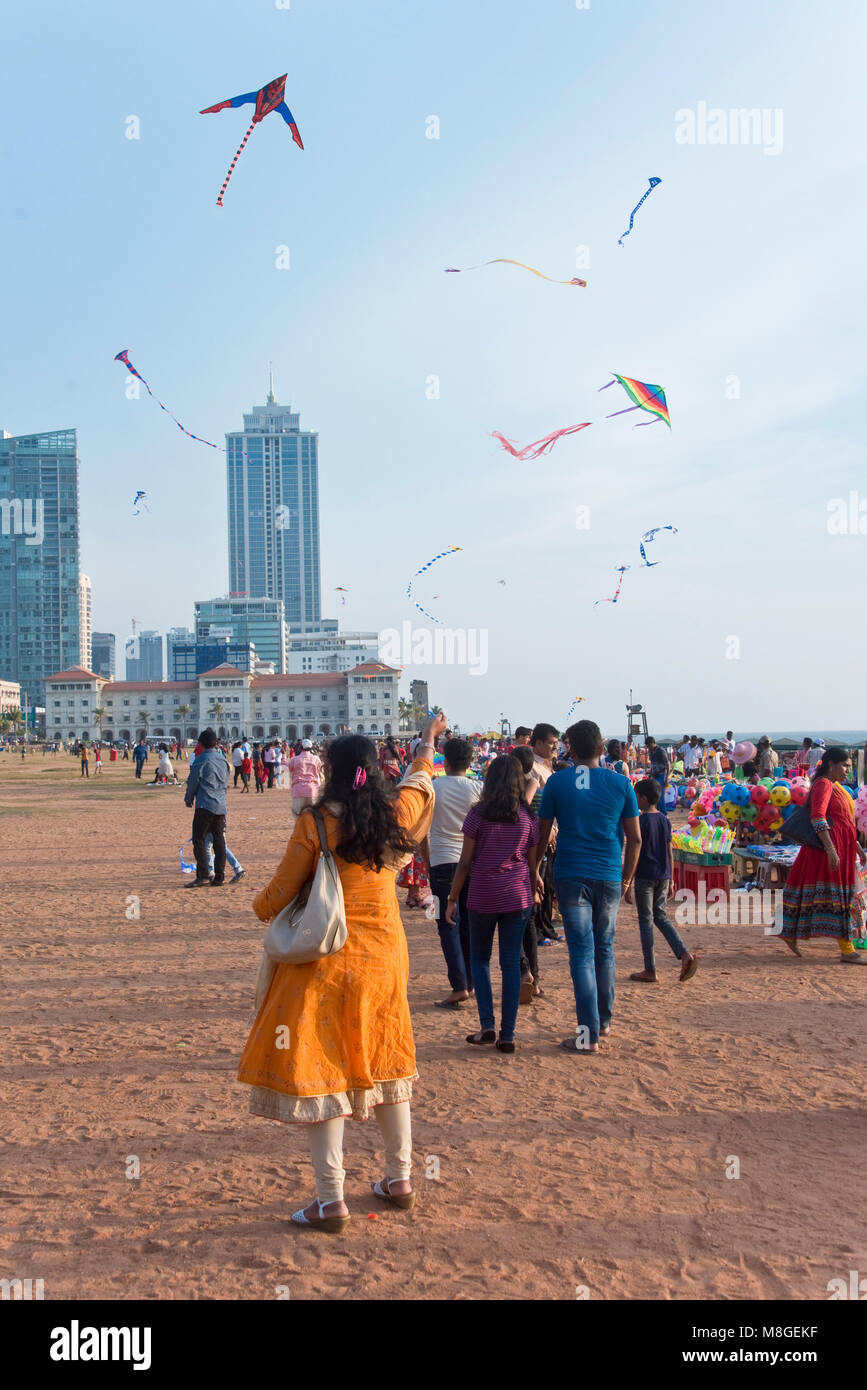 Local people flying kites on Galle Face Green - a popular spot in Colombo to spend time playing and messing about - Stock Image