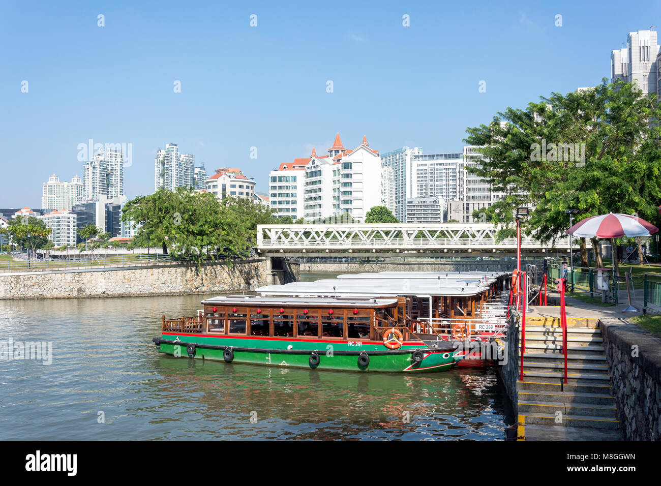 River taxis moored at Clarke Quay, Civic District, Singapore Island (Pulau Ujong), Singapore - Stock Image