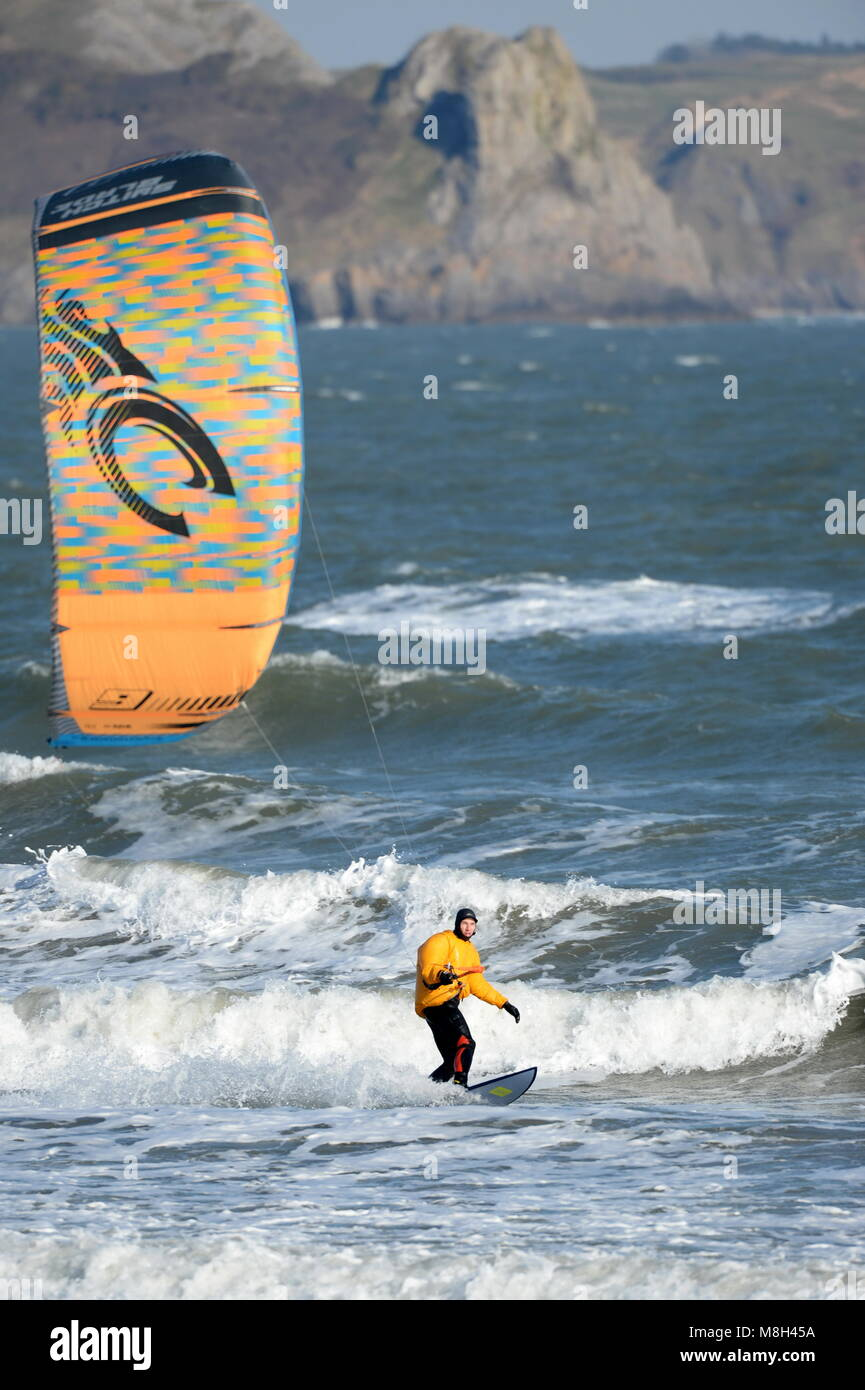Kitesurfing off Oxwich bay with Three Cliffs and Fall Bay in the background - Stock Image