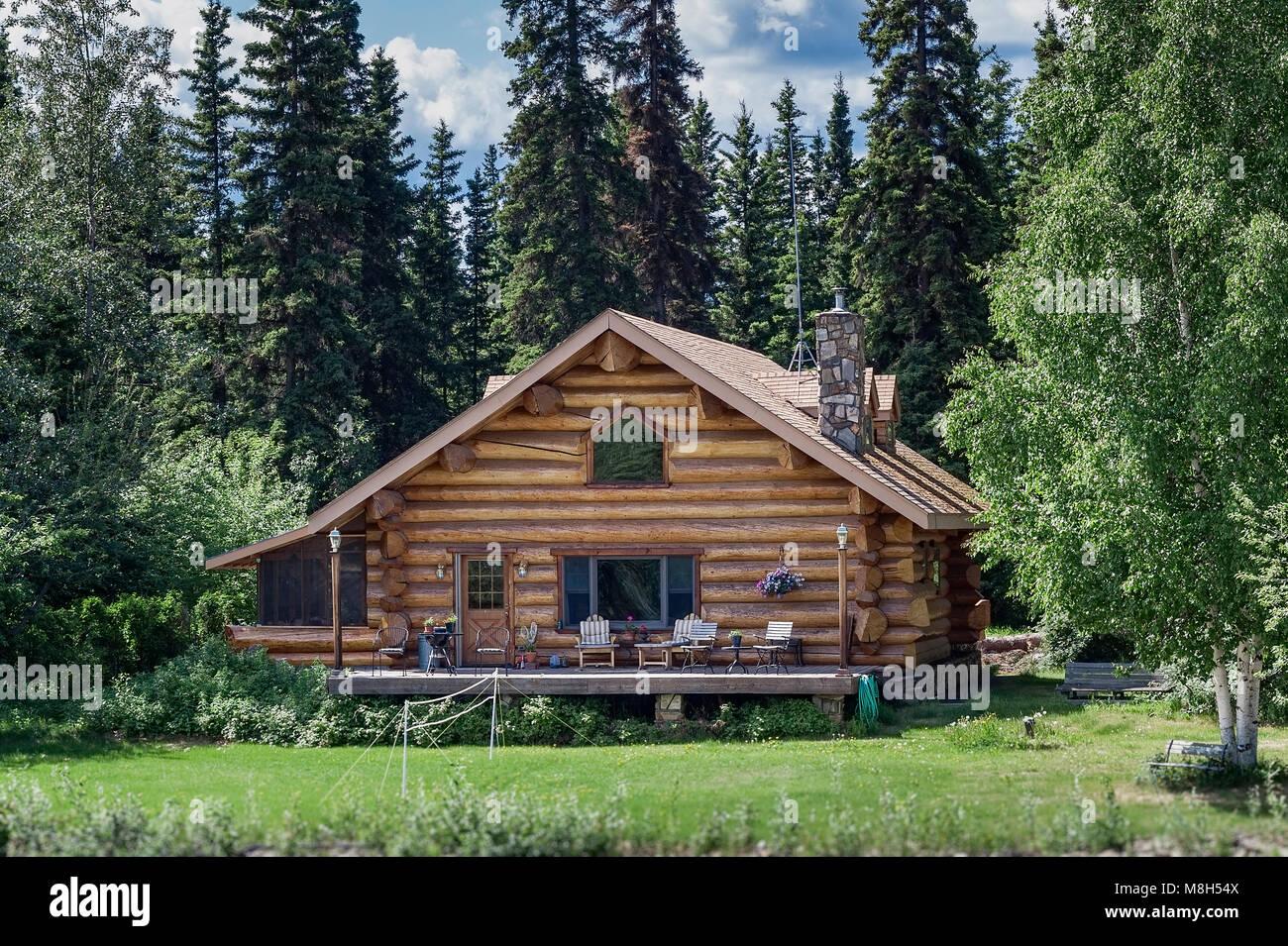 Log cabin home on the banks of the Chena River, Fairbanks, Alaska, USA. - Stock Image