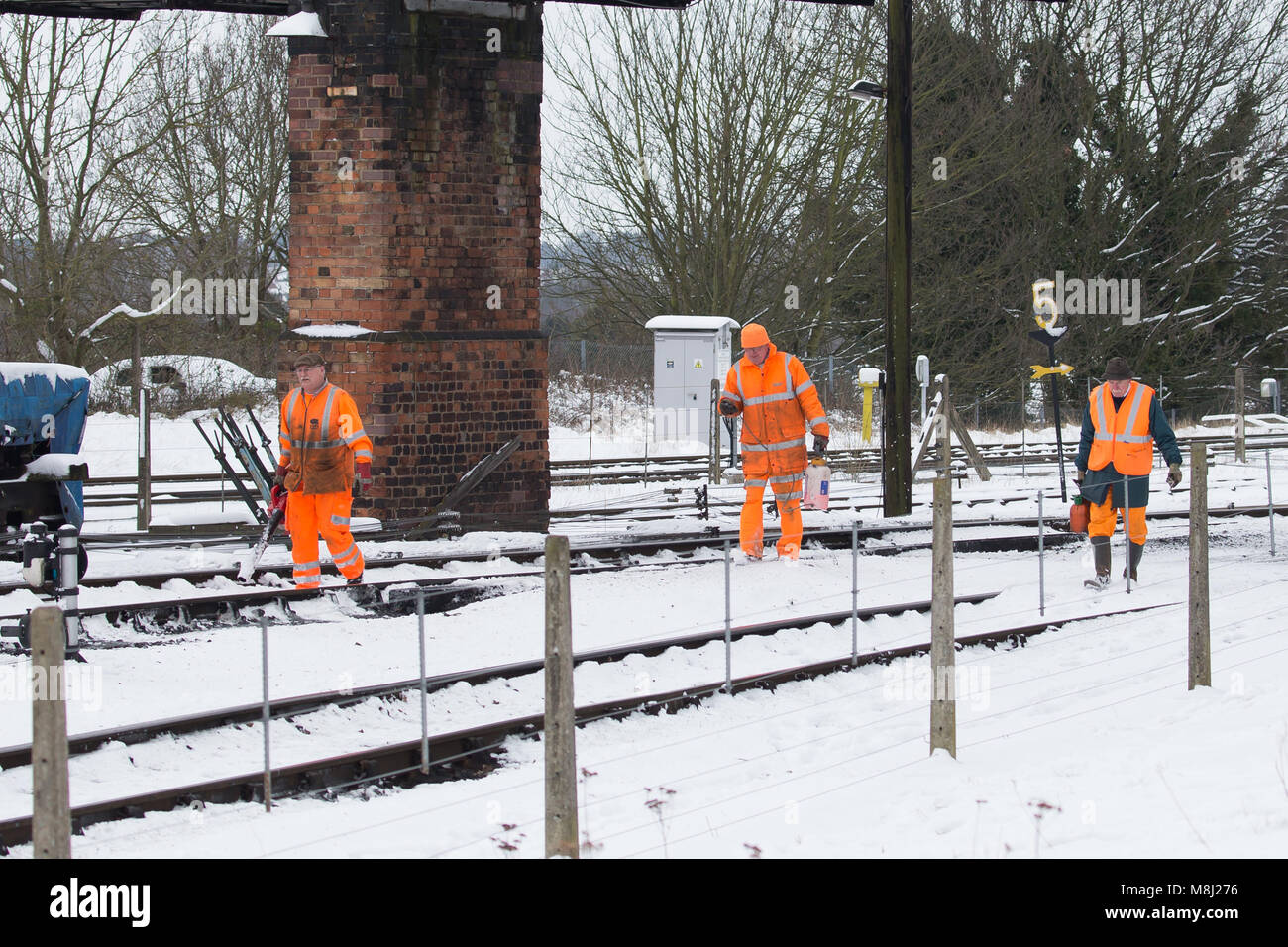 Kidderminster, UK. 18th March, 2018. Severn Valley Railway crew and enthusiasts ignore the snow to enjoy the last Stock Photo