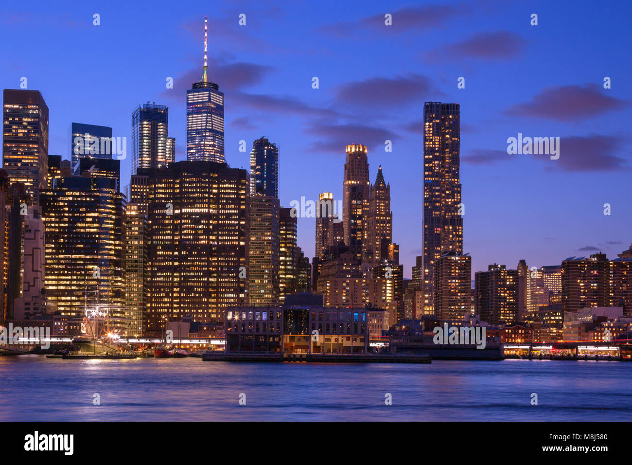 DOWNTOWN SKYLINE EAST RIVER MANHATTAN NEW YORK CITY USA - Stock Image