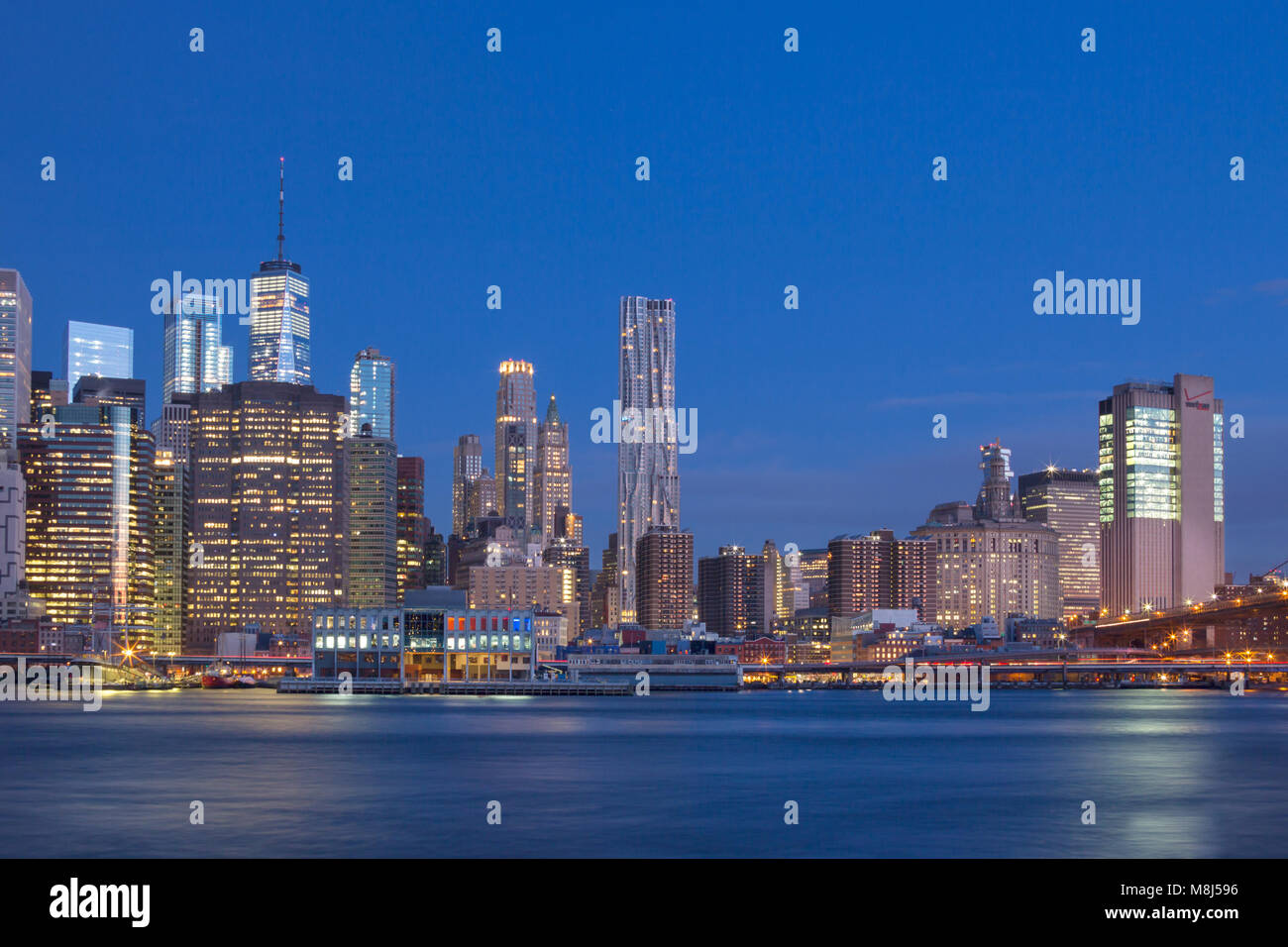 DOWNTOWN SKYLINE EAST RIVER MANHATTAN NEW YORK CITY USA - Stock Image