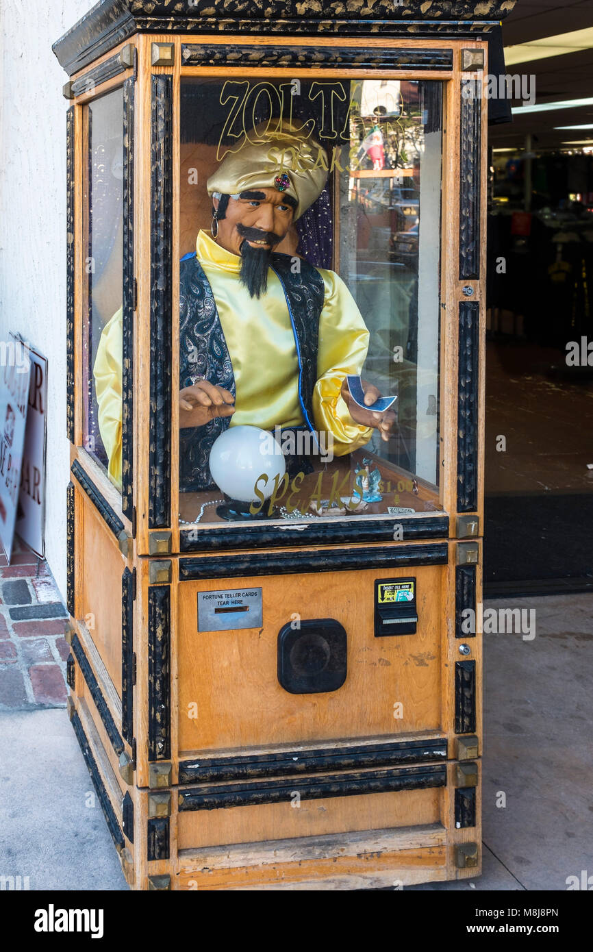 SAN DIEGO, CALIFORNIA, USA - Classic Zoltar deluxe animatronic fortune telling machine, similar to the one appearing - Stock Image