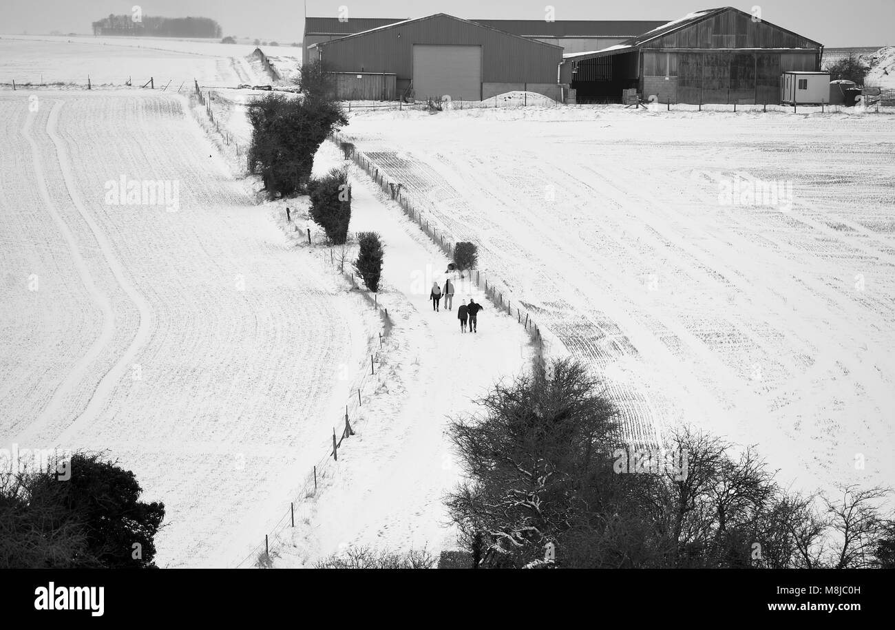 Farm building in the snow covered countryside on the Salisbury Plain Wiltshire UK - Stock Image