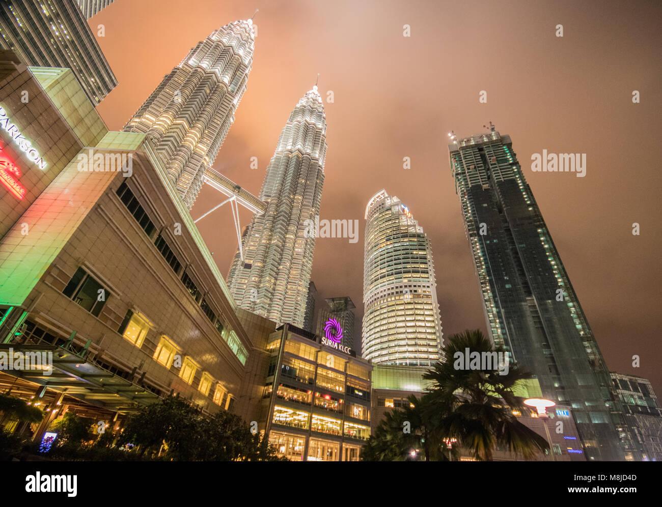 Petronas Towers at night, KLCC, Kuala Lumpur, Malaysia - Stock Image