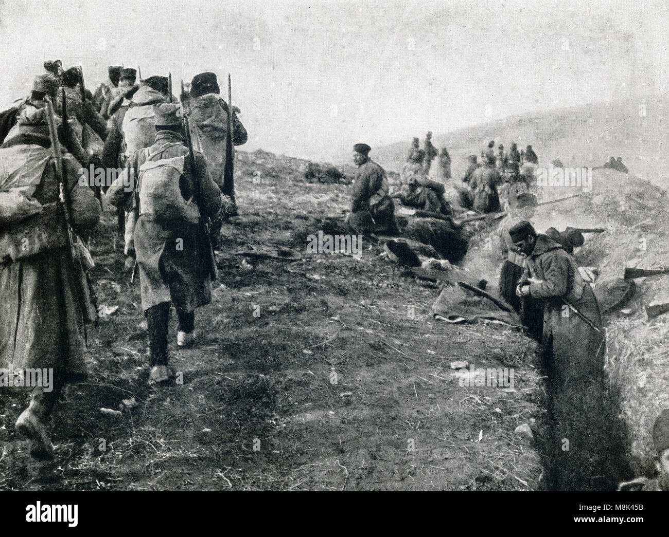 Reinforcements for a hard pressed line. A detachment of troops rushed up to help their comrades hold certain trenches - Stock Image
