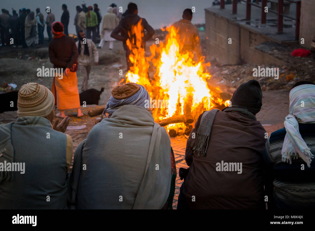 People look at the funeral pyre that night. The ceremony of the cremation of Manikarnika Ghat on the banks of the - Stock Image