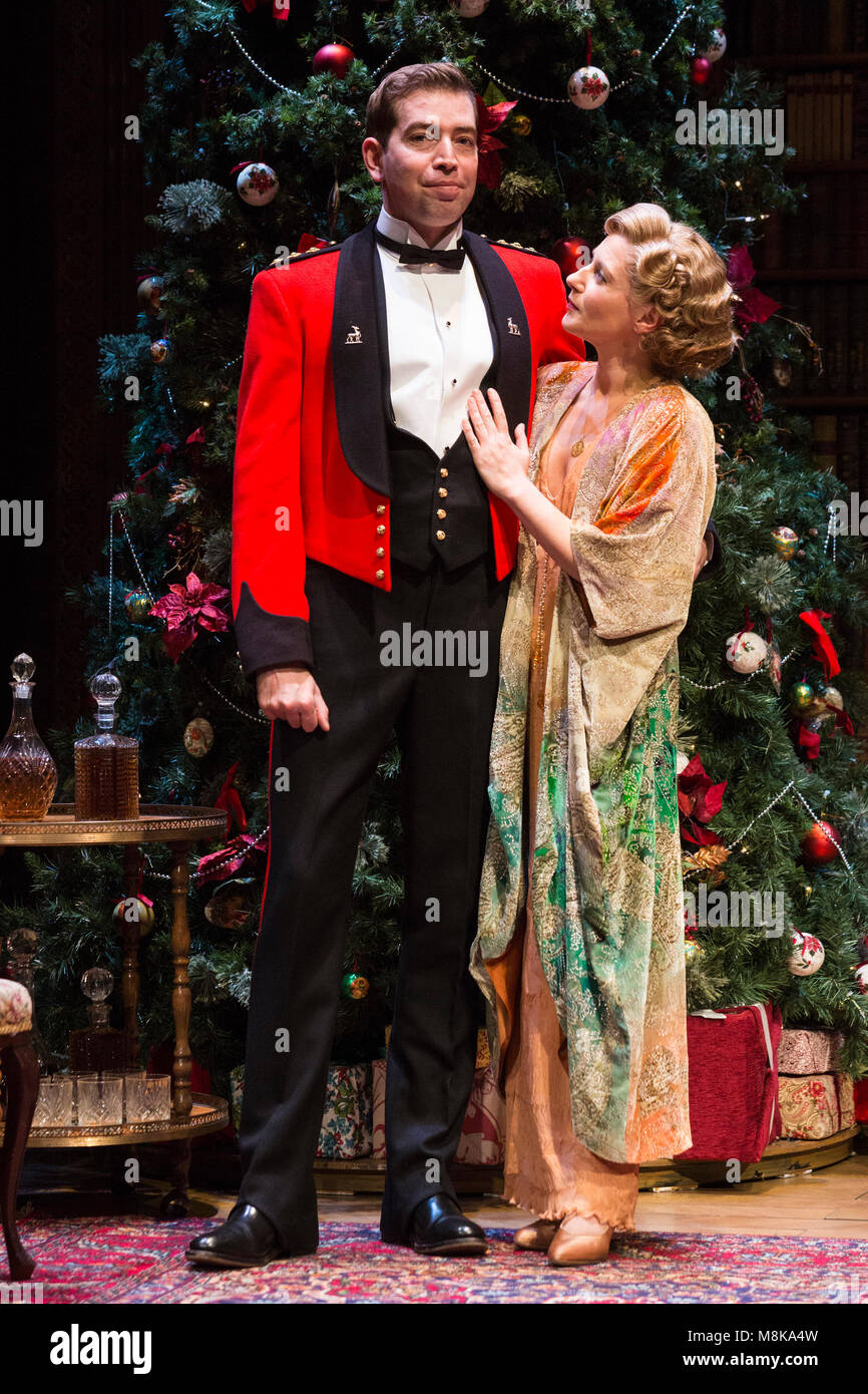 Edward Bennett (Benedick) and Lisa Dillon (Beatrice). The Royal Shakespeare Company's Double-Bill Love's Labour's Stock Photo