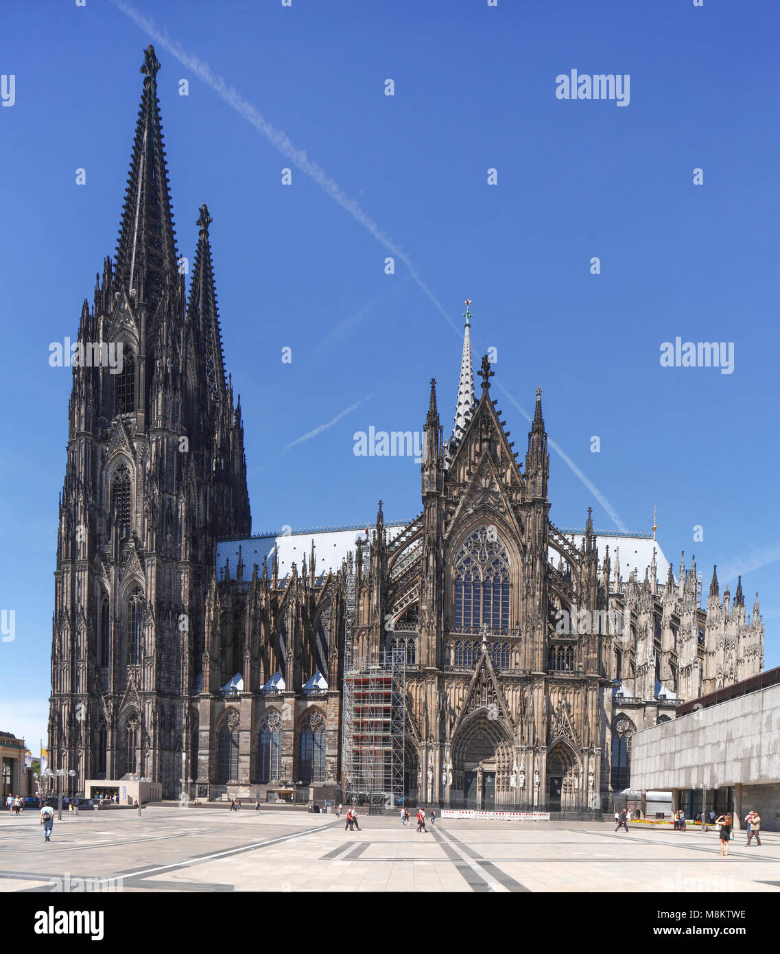 Kölner Dom Cathedral, Roncalliplatz Square, Cologne, North Rhine-Westphalia, Germany, Europe   I Kölner - Stock Image