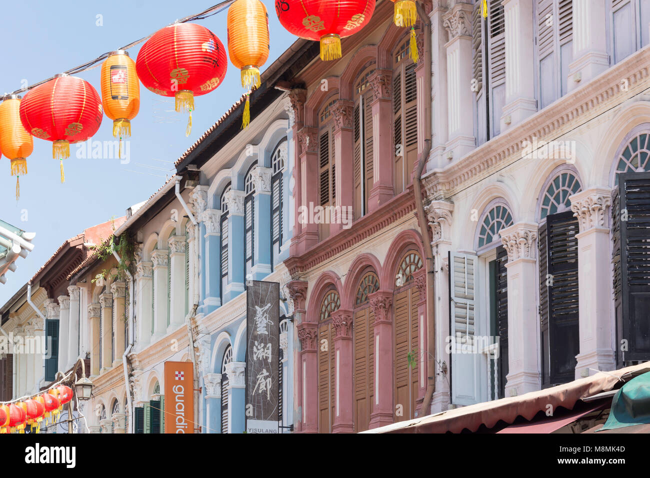 Shophouses and lanterns, Pagoda Street, Chinatown, Outram District, Central Area, Singapore Island (Pulau Ujong), - Stock Image