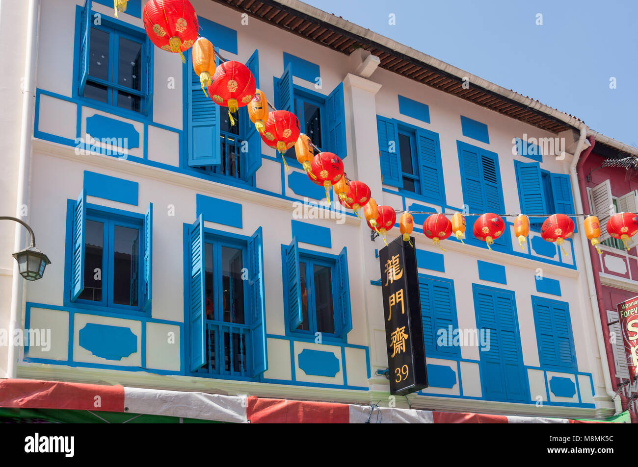 Shophouses and lanterns, Temple Street, Chinatown, Outram District, Central Area, Singapore Island (Pulau Ujong), - Stock Image