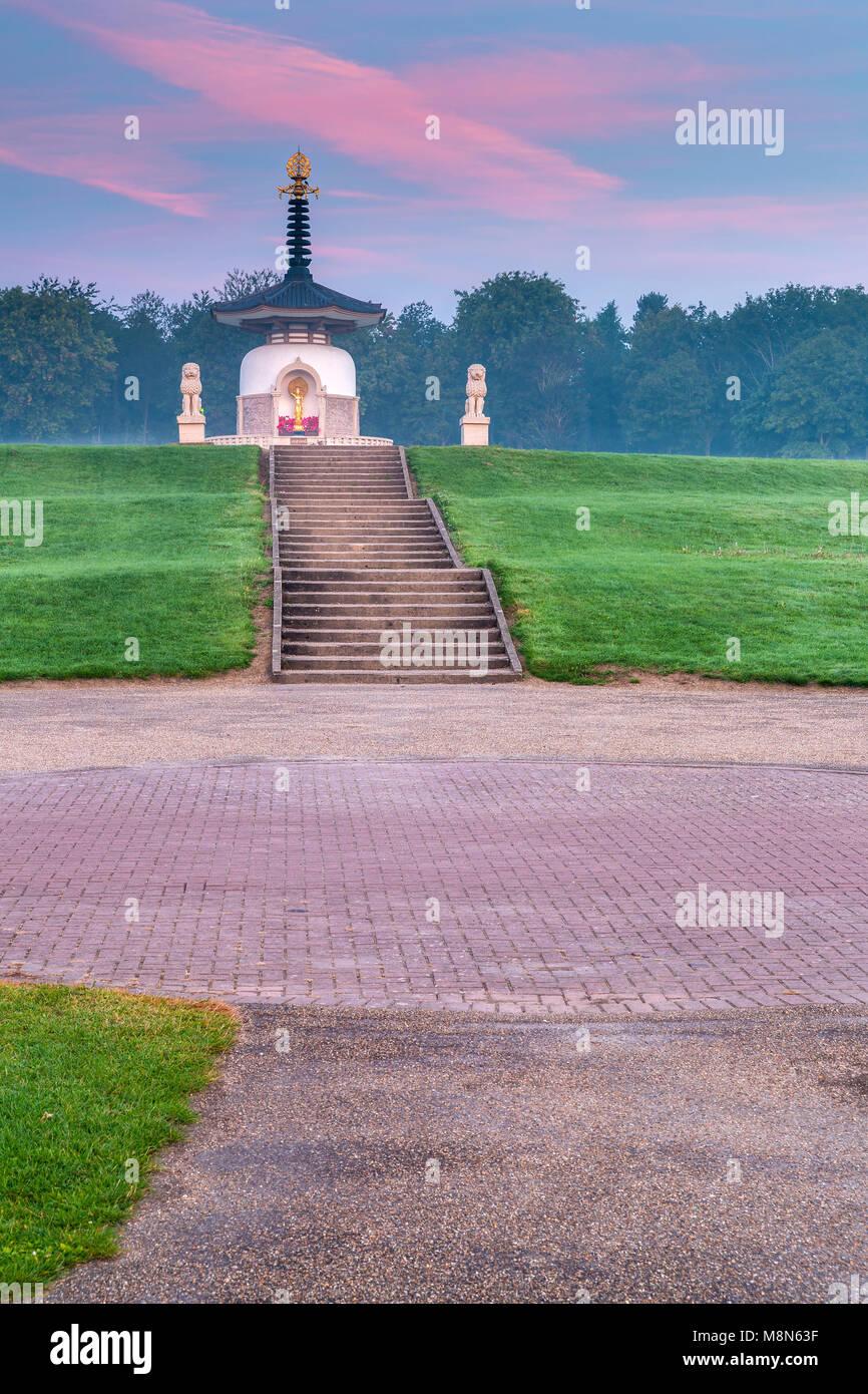 Peace Pogoda, Willen, Milton Keynes, Buckinghamshire, England, United Kingdom, Europe. - Stock Image