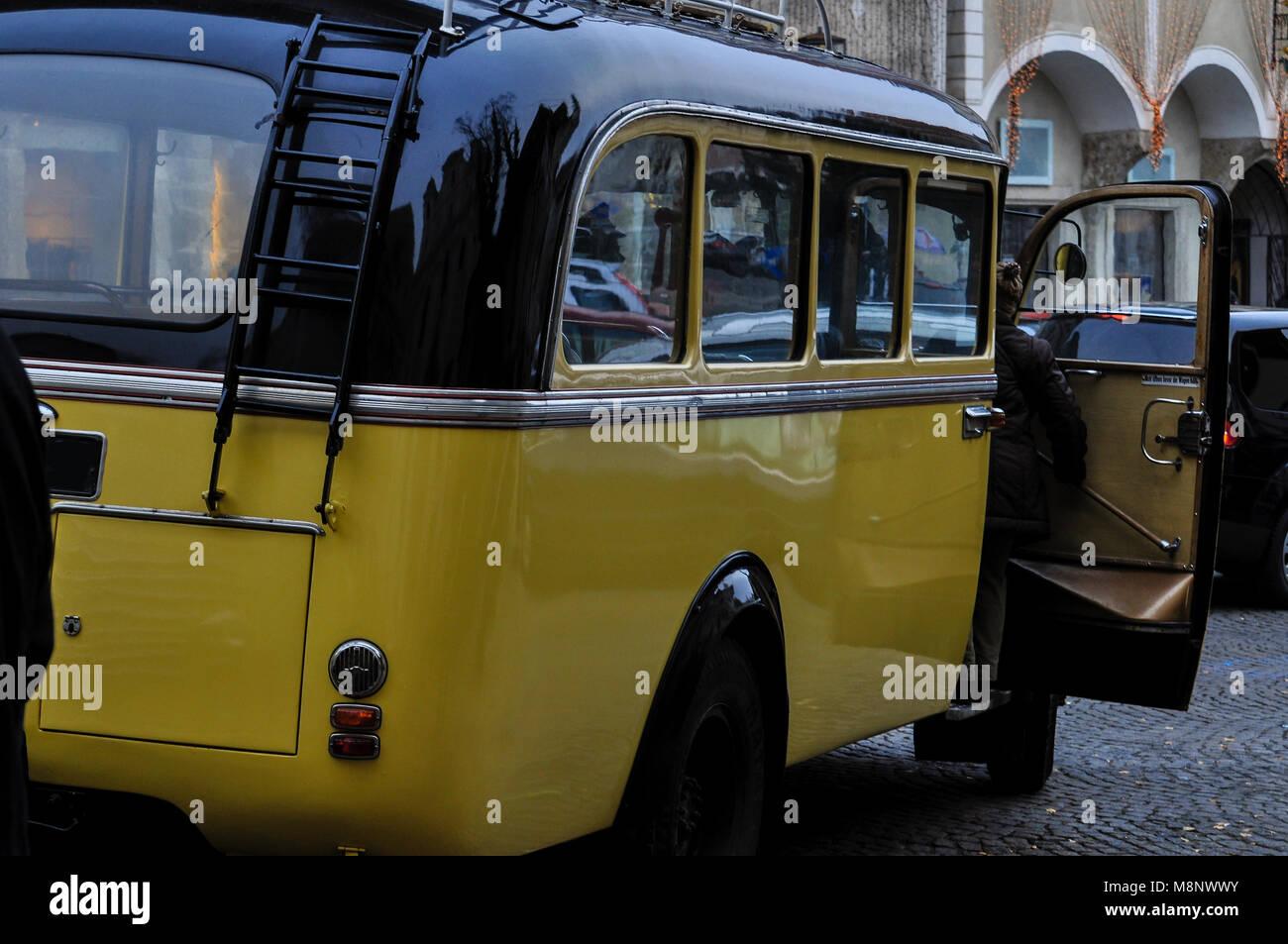 Alter Postautobus in Steyr - Stock Image