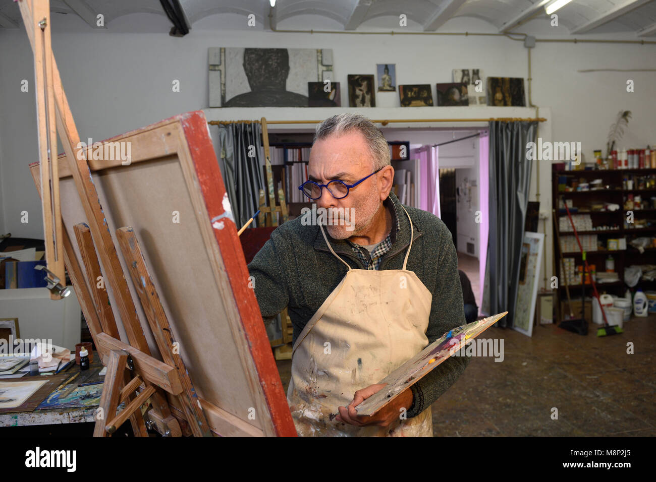 Painter artist painting a picture in the studio - Stock Image