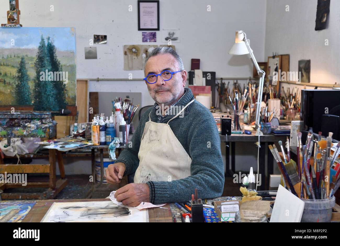 Portrait of artist in studio - Stock Image