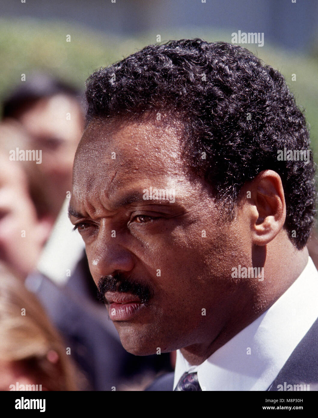 Washington, DC., USA, June 30, 1989 Jesse Jackson speaks with members of the press in the West Wing driveway after Stock Photo