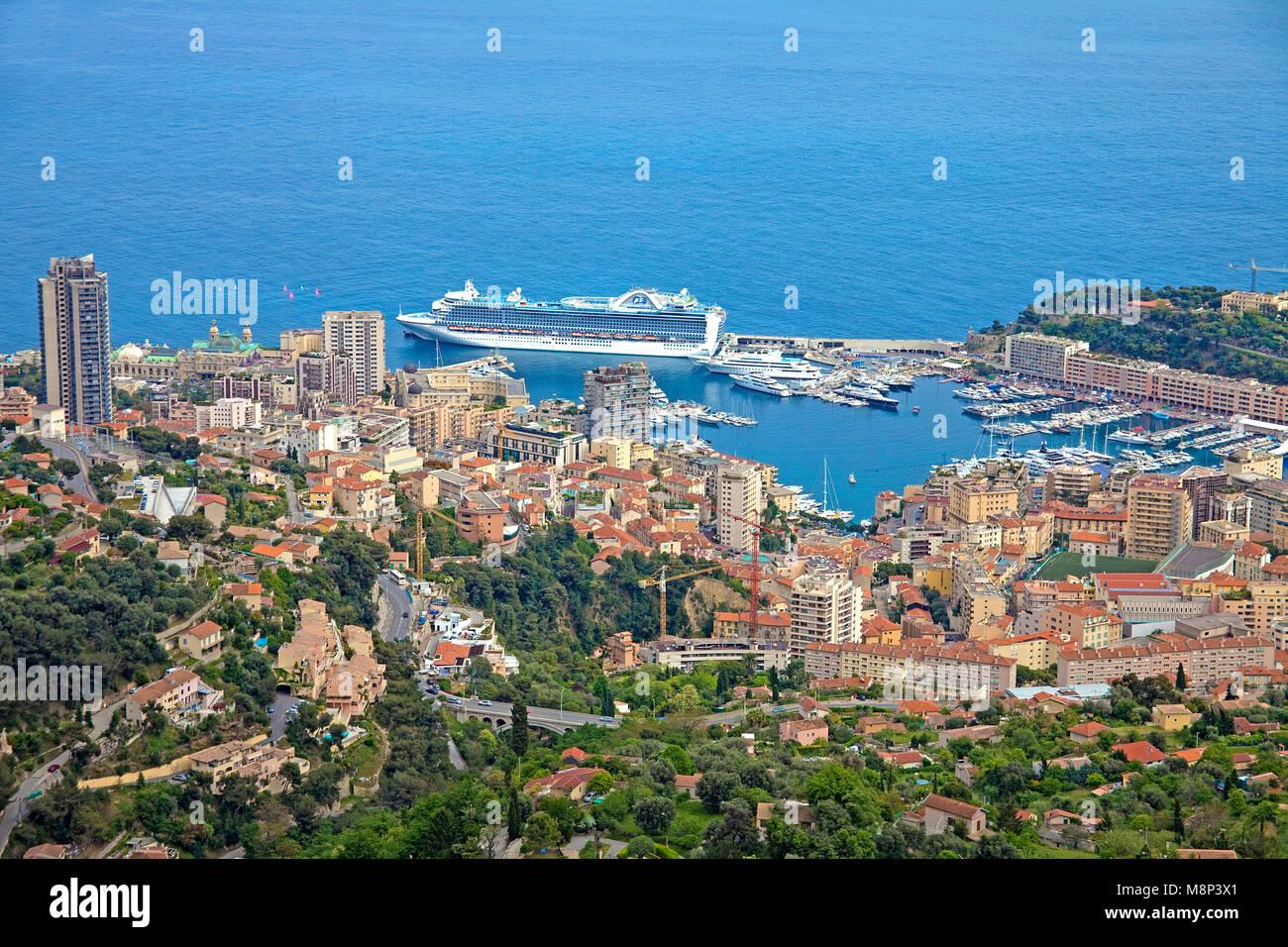 Kreuzfahrtschiff im Hafen von Monaco, Fuerstentum Monaco, Europa | Cruise liner at harbour of Monaco, Principality - Stock Image