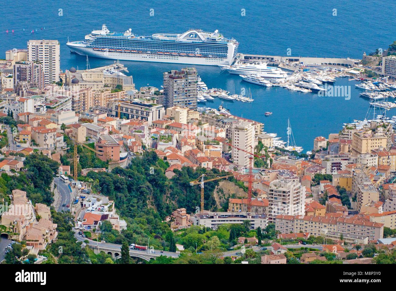 Kreuzfahrtschiff im Hafen von Monaco, Fuerstentum Monaco, Europa   Cruise liner at harbour of Monaco, Principality - Stock Image