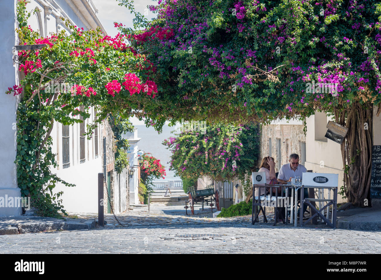 A couple eating outside in Colonia, Uruguay - Stock Image