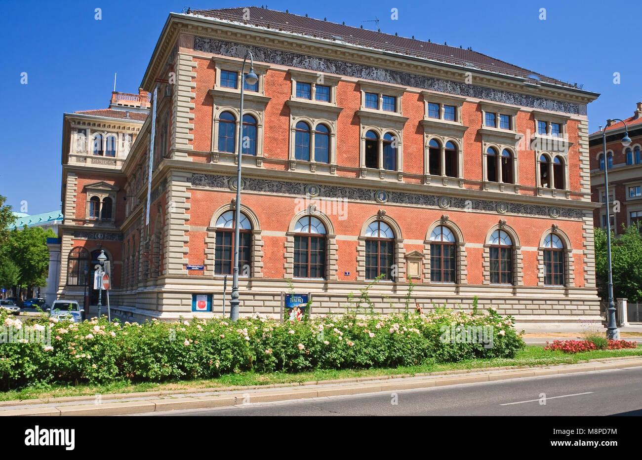 Building Austrian Museum of Applied Arts (Osterreichische Museum fur Angewandte Kunst). Vienna, Austria - Stock Image