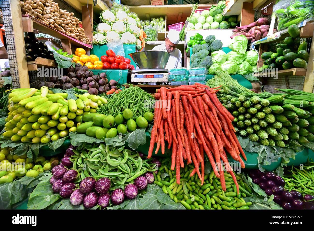 Fresh Fruit Mumbai India Stock Photos & Fresh Fruit Mumbai