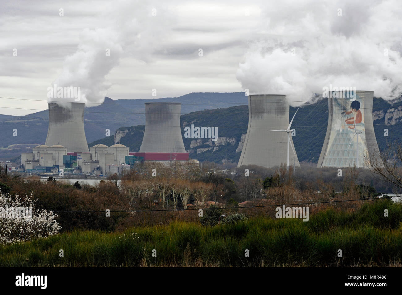NUCLEAR POWER PLANT OF CRUAS-MEYSSE ON THE BANKS OF RIVER RHÔNE - ARDECHE FRANCE - ELECTRIC NUCLEAR POWER PLANT - Stock Image