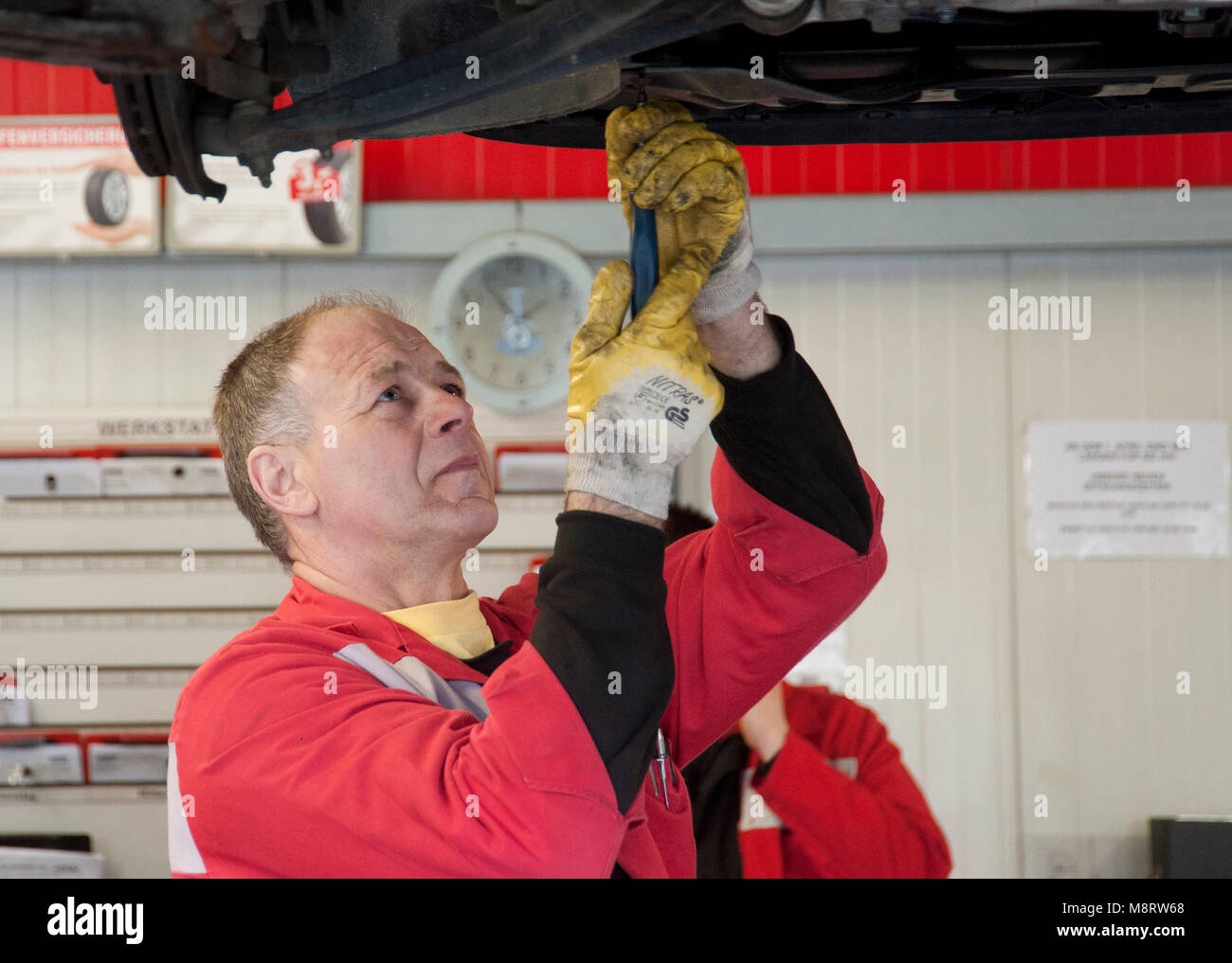 ATU. Mechaniker im Einsatzt. Mechaniker im Einsatz Stock Photo