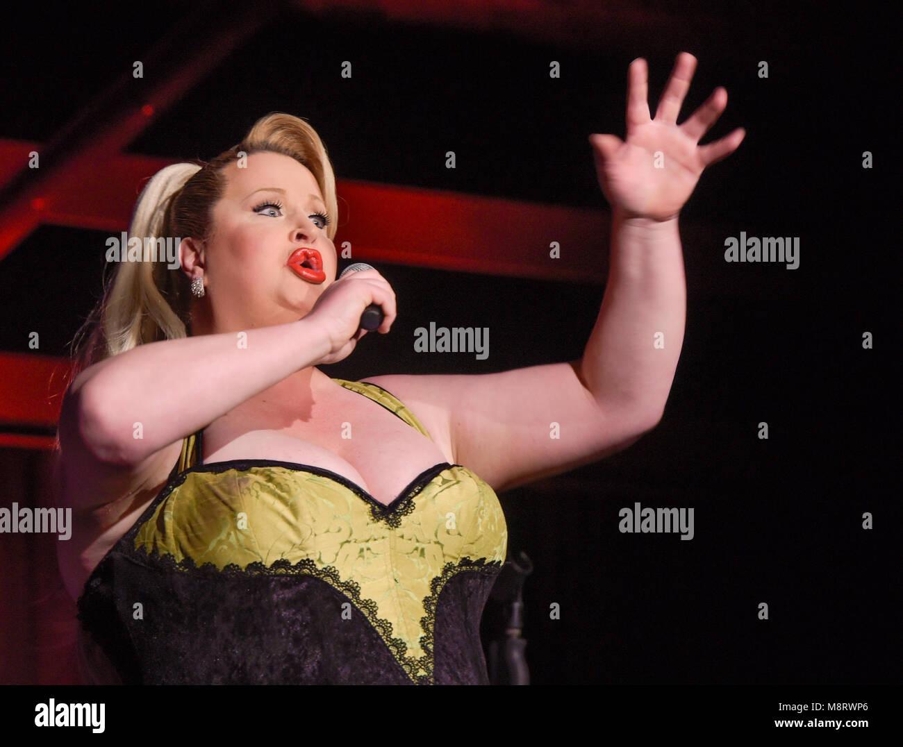 Werkstadthalle Maxipark in Hamm: 'Comedy in Hülle und Fülle' mit Daphne de Luxe. - Stock Image