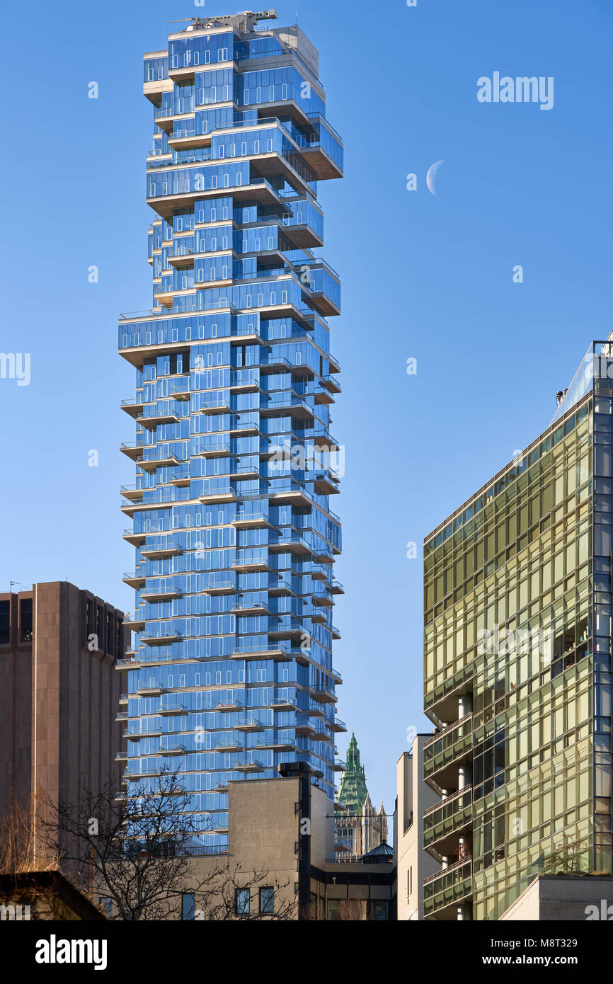 Luxury building (56 Leonard Street) in the heart of Tribeca and the rising moon. Lower Manhattan, New York City - Stock Image