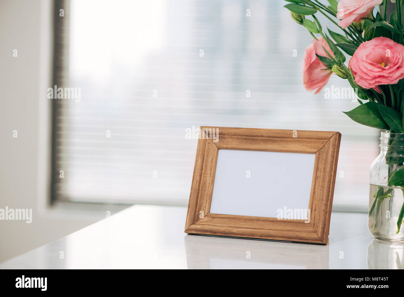 Lisianthus bouquet in the room  with blank note - Stock Image