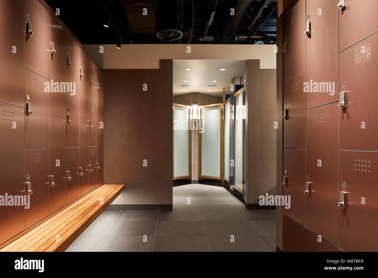 Changing room with lockers. KXU London, London, United Kingdom. Architect: Stiff + Trevillion Architects, 2017. - Stock Image