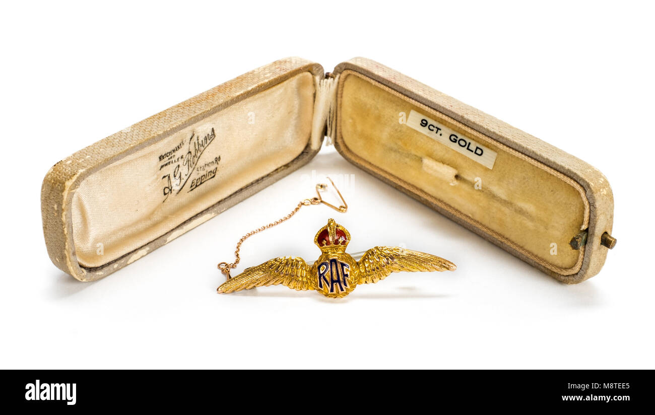 WW2 British Royal Air Force 9ct Gold sweetheart brooch with original jeweller case from A.G. Robbins, Station Road, - Stock Image