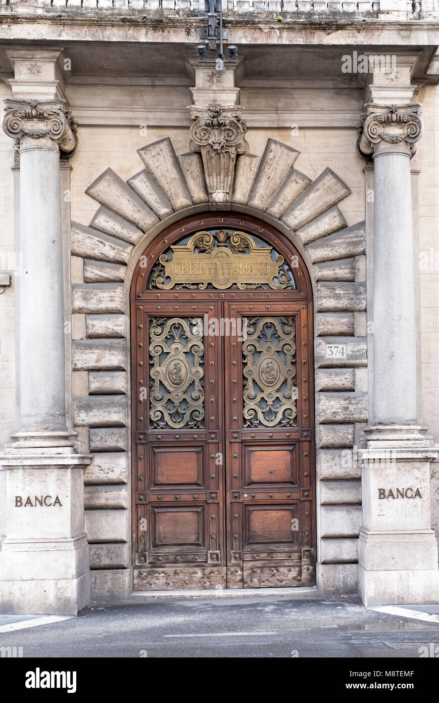 Tthe entrance area of a branch of the Italian bank 'Credito Italiano' in Rome - Stock Image