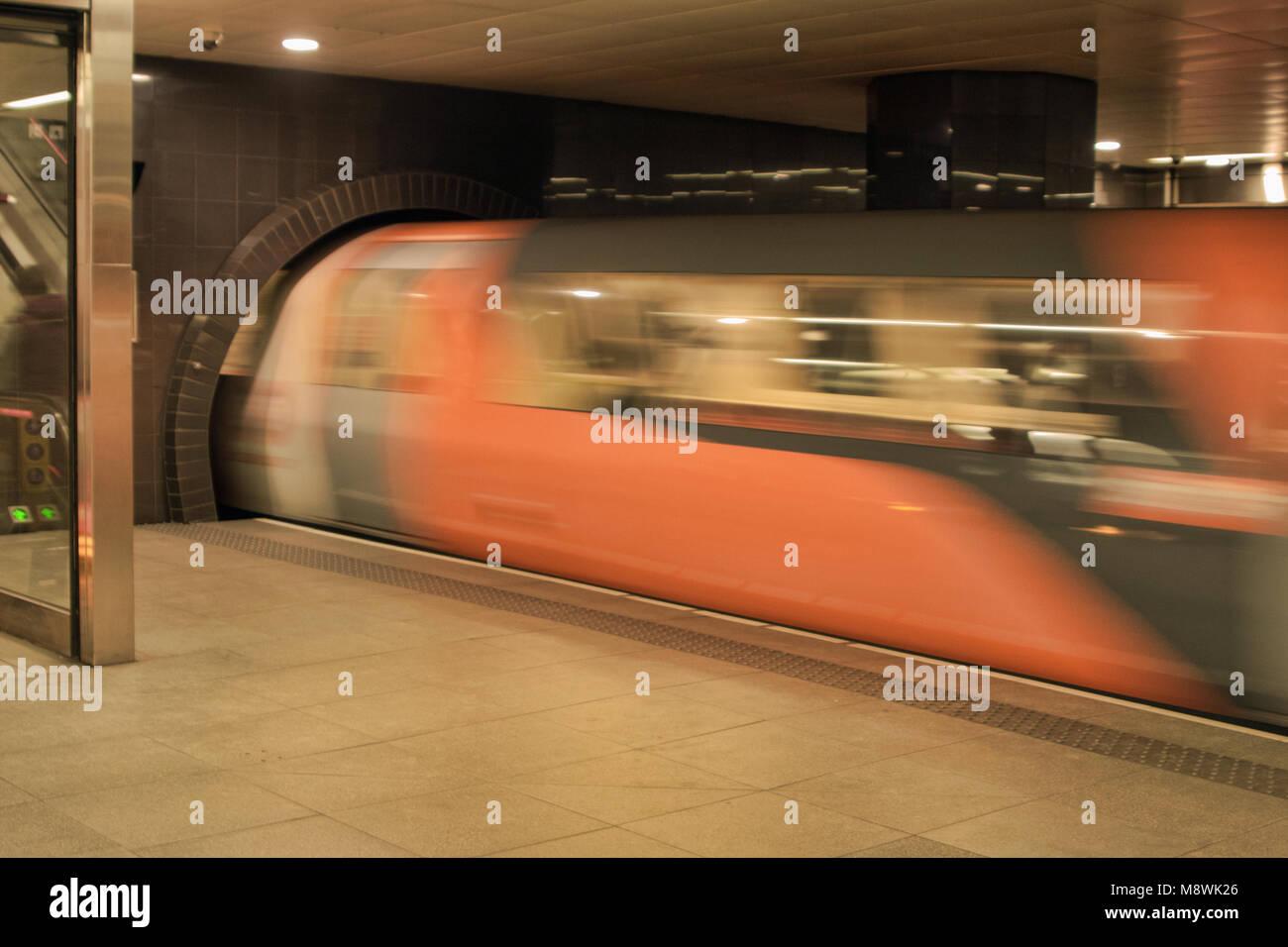 Train travelling through Partick Subway station, Glasgow, Scotland - Stock Image