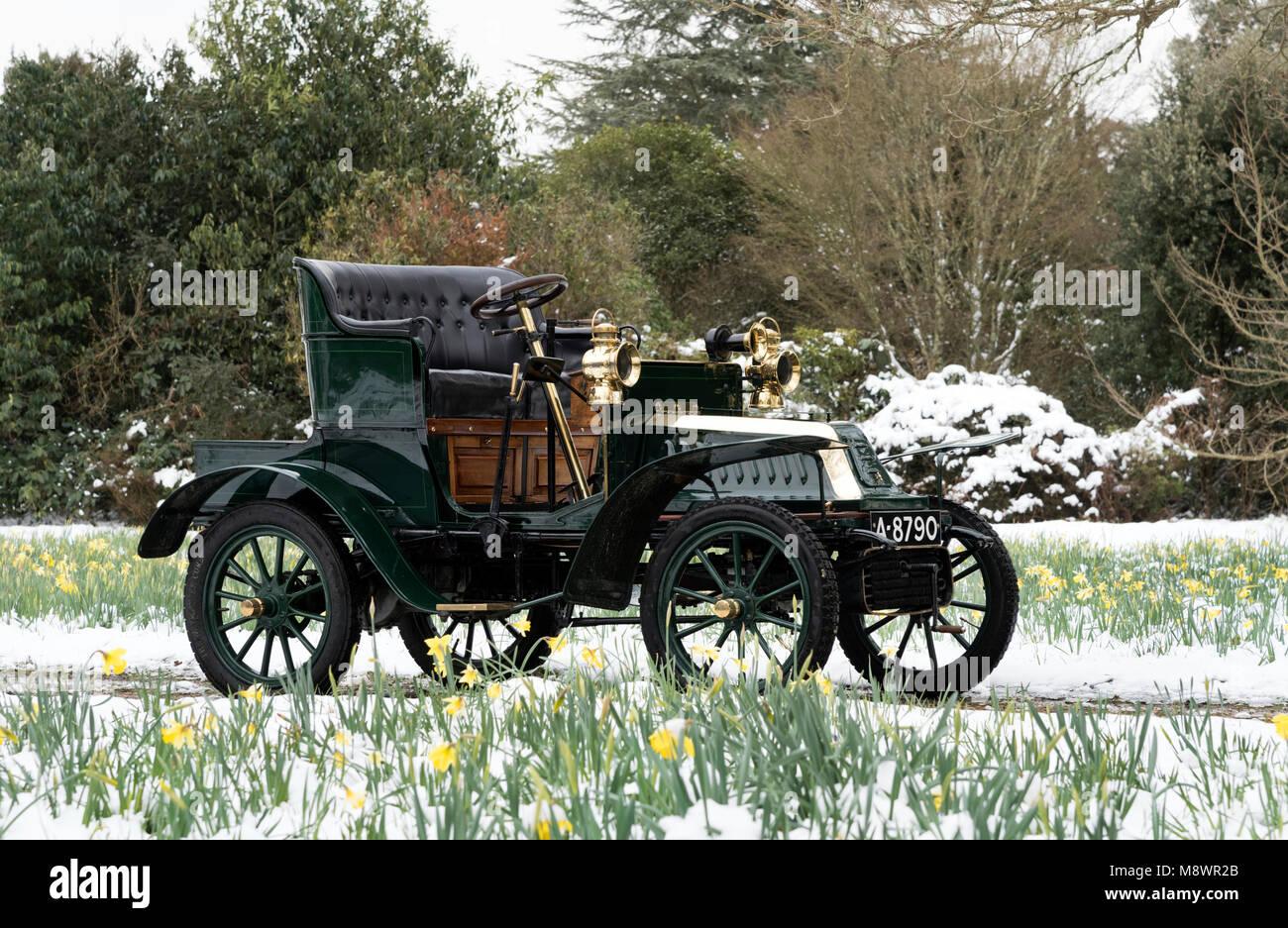 1904 De Dion Bouton Model Q in snow at Beaulieu - Stock Image