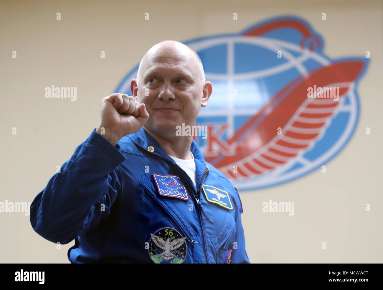 Baikonur, Kazakhstan. 20th Mar, 2018. BAIKONUR, KAZAKHSTAN - MARCH 20, 2018: Roscosmos cosmonaut Oleg Artemyev shows Stock Photo
