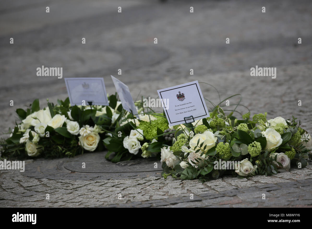 Warrington, UK. 20th Mar, 2018. Flowers layed at the 25th anniversary memorial of the IRA bomb which killed Jonathan - Stock Image