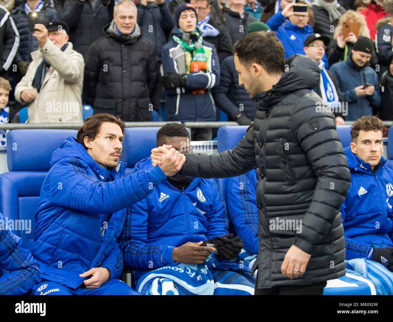 Gelsenkirchen, Deutschland. 03rd Feb, 2018. coach Domenico TEDESCO (GE) klatscht Benjamin STAMBOULI l. (GE) auf - Stock Image