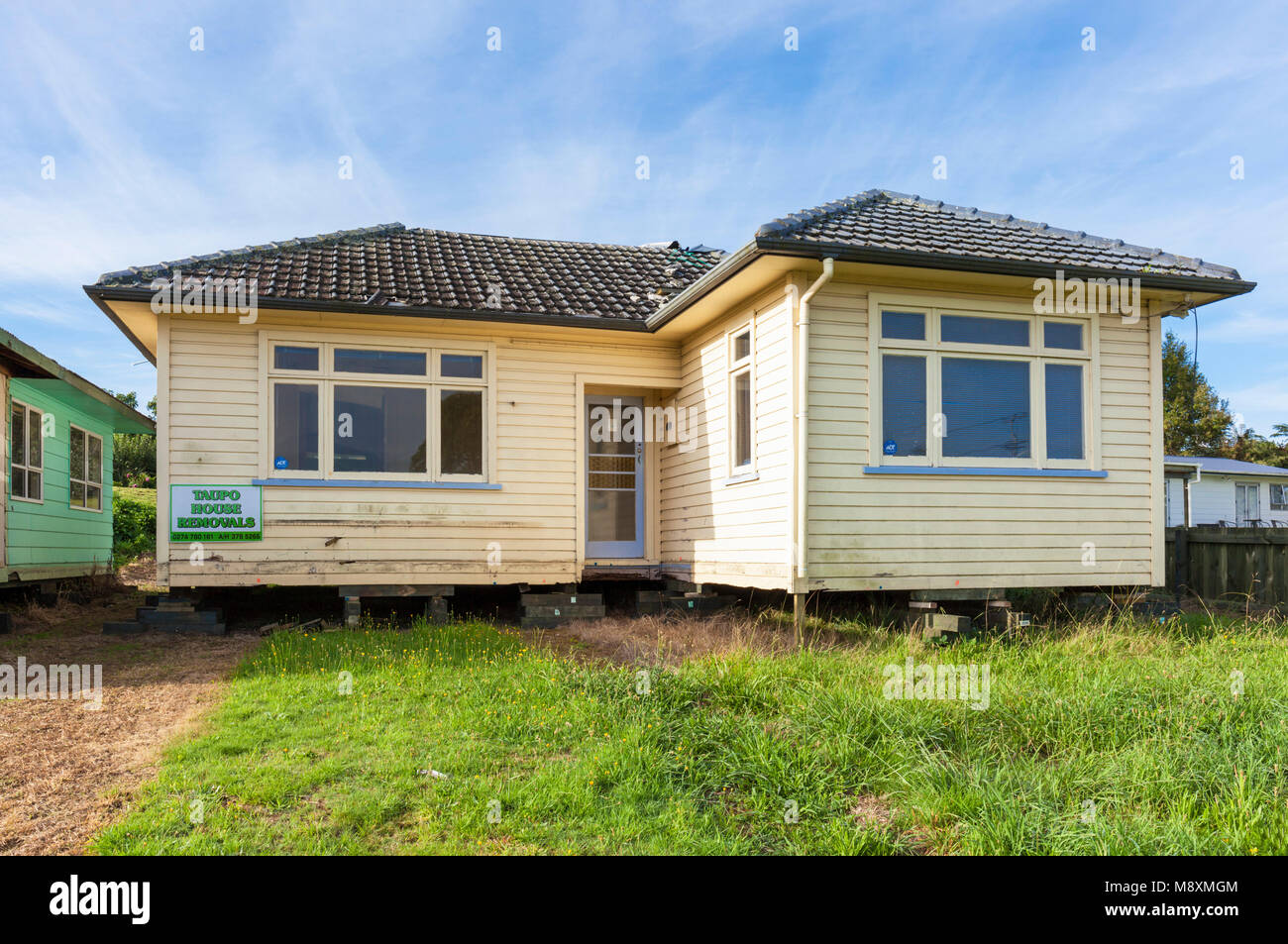 new zealand rotorua new zealand rotorua house on blocks for removal to a new site house for sale new zealand north - Stock Image