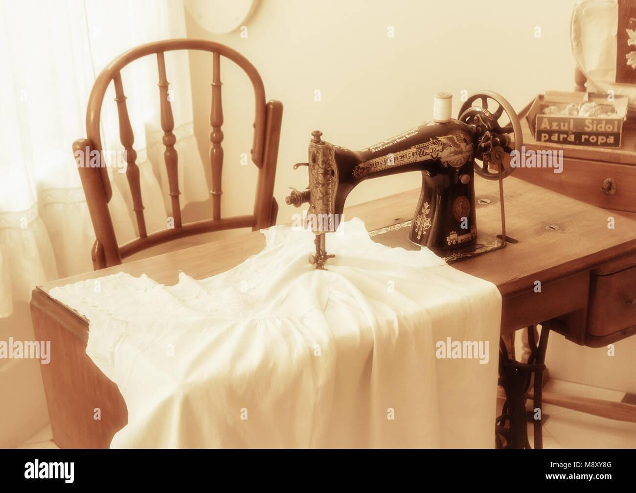 Singer Sewing Machine Stock Photos & Singer Sewing Machine