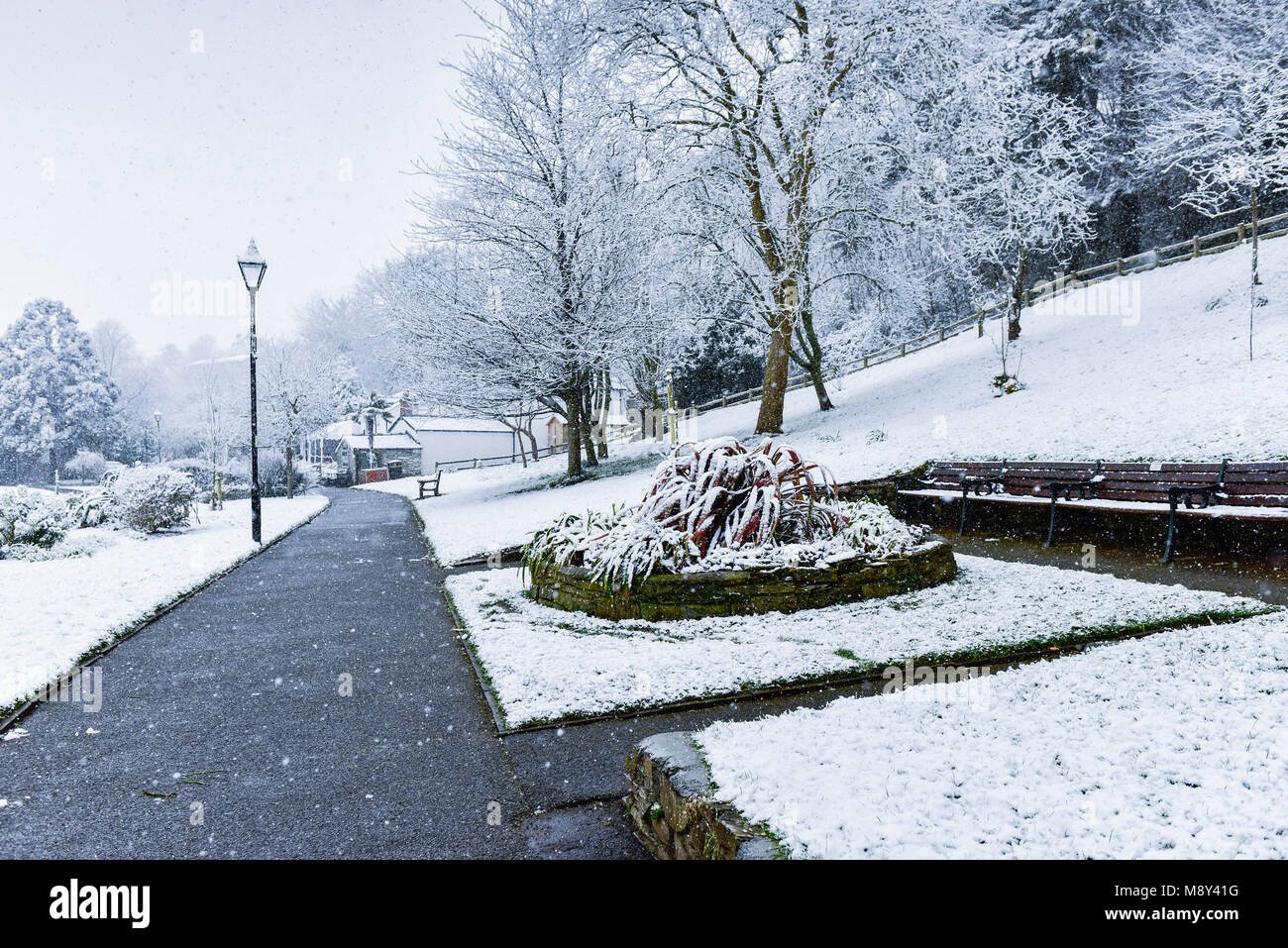Snowing in Trenance Gardens in Newquay Cornwall. - Stock Image