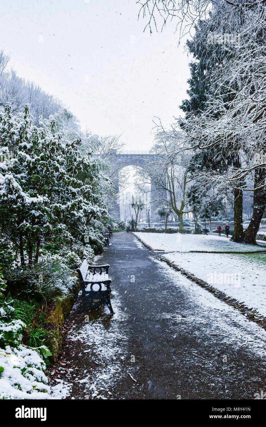 Snowfall in trenance Gardens Newquay Cornwall. - Stock Image